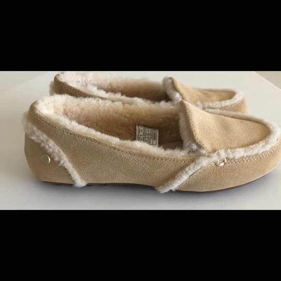 c1574651d01 UGG HAILEY SLIPPER MOCCASINS NEW IN BOX NUDE SZ 6 NWT
